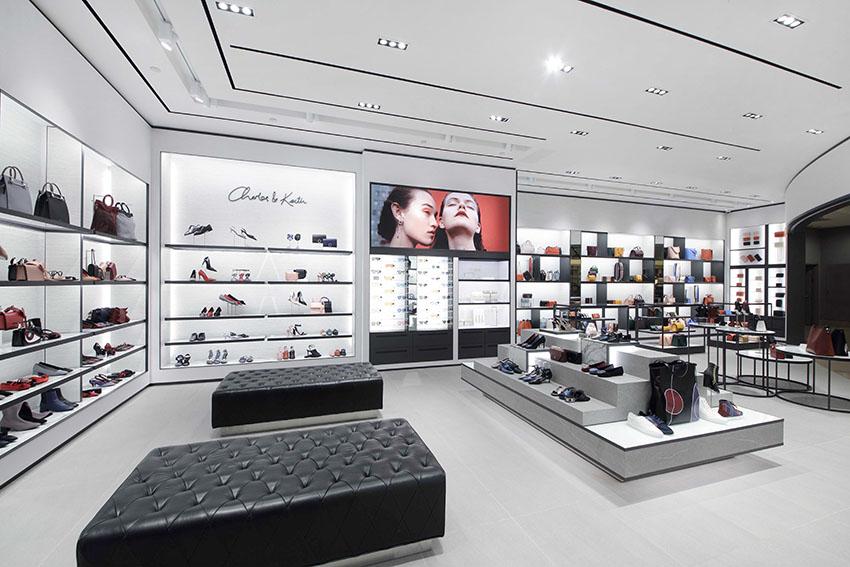 2018年11月。常に最先端のファッションと取り入れやすいデザインで知られているCHARLES & KEITH。今年の11月CHARLES & KEITHは店舗を拡大し、日本の繁華街、首都東京で2店舗目をオープン致します。トレンド重視の靴、バッグ、アクセサリー等のコレクションが店舗で展示販売致します。