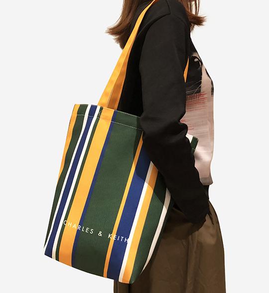 お買い上げのお客様に先着順にて下記写真左のオリジナルトートバッグをプレゼント致します